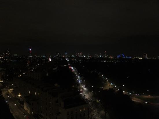 Lancaster London : Nightime view of the city from floor 17