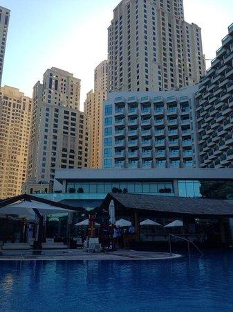 Hilton Dubai Jumeirah: Бассейн