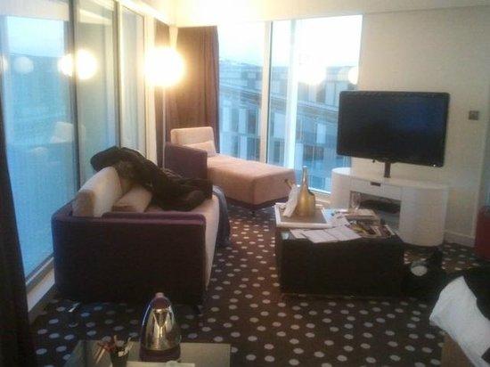 Hôtel Barrière Lille : Le Salon de la Chambre