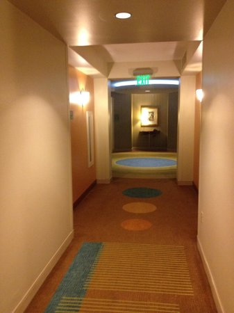 Hard Rock Hotel at Universal Orlando: corredor hotel que leva ao quarto