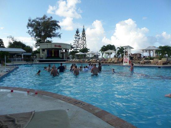 Beaches Ocho Rios Resort & Golf Club : Pool Volleyball