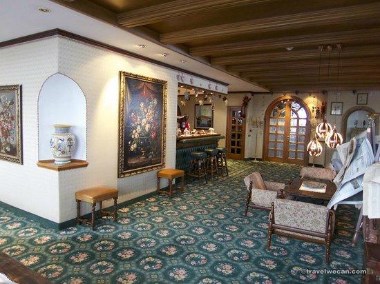 Hotel Sochers: Bar ed ingresso sala da pranzo