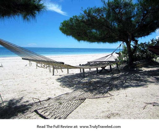 Upepo Boutique Beach Bungalows : Great white sand beach right outside your bungalow.