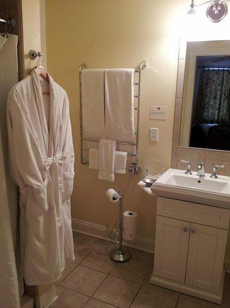 SevenOaks: Bathroom with heated floors and heated towel rack