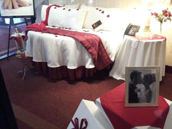 Pocono Palace Resort : Display in the hotel