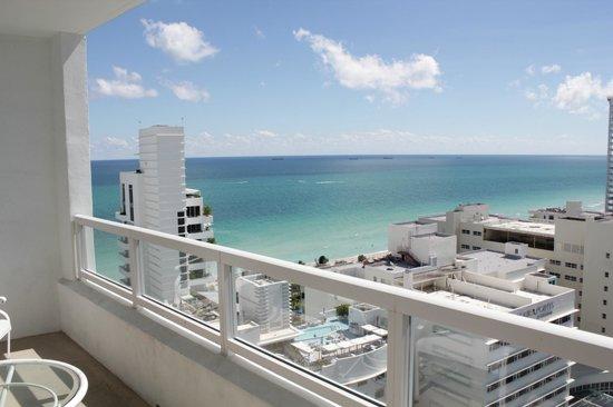Fontainebleau Miami Beach : вид из окна