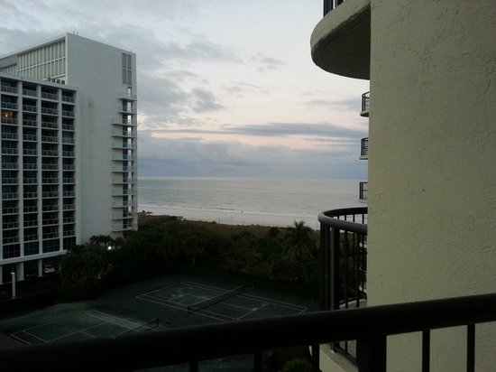 Hilton Marco Island Beach Resort: South side on 7th floor. Excellent morning sun to enjoy the balcony.