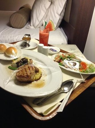 Chaophya Park Hotel: room service..15 mins i got it.