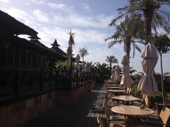Sheraton Fuerteventura Beach, Golf & Spa Resort: restaurant piscine