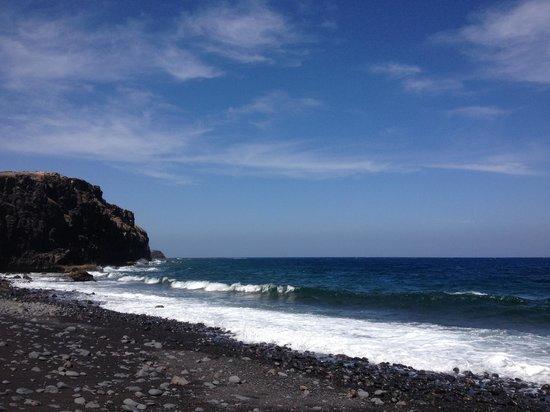 Sheraton Fuerteventura Beach, Golf & Spa Resort: plage de sable noir