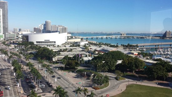 YVE Hotel Miami: View facing northeast - view of the AAA and the bridge to the beach. It was beautiful to wake up