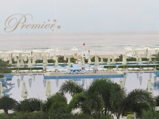 Sensimar Premier Le Reve: View toward the pool from the reception at sun set