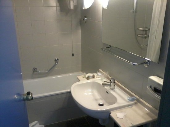 Columbus Sea Hotel: BAthroom 2