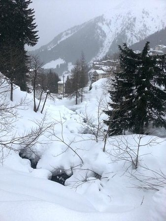 Hotel Des Alpes : walk back to hotel from ski lifts