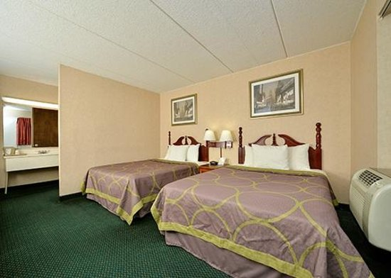 Days Inn - Lenox MA: Two Double Beds