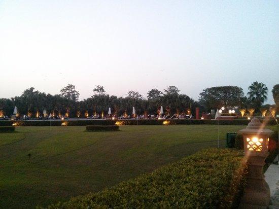 Taj Diplomatic Enclave, New Delhi: Putting Green and Pool