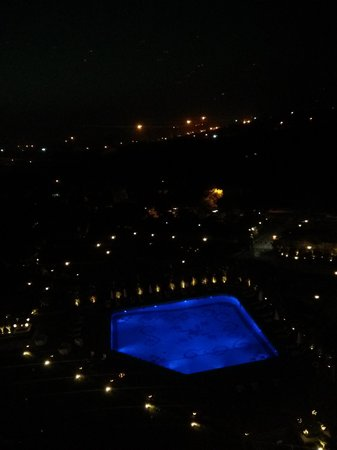 Taj Diplomatic Enclave, New Delhi: Night view from room