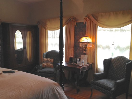 Portland's White House Inn: Baron's Room
