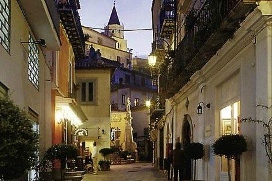 Romantic hotel restaurant villa cheta elite updated for Acquafredda salon