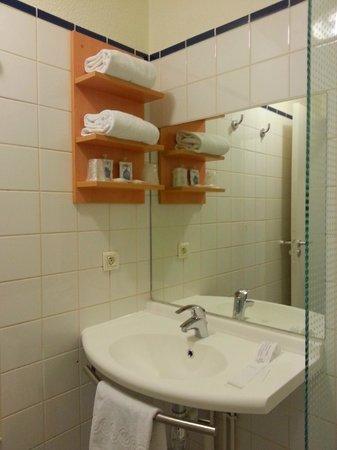 Residence La Fregate : Salle de bains également rénovée