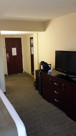 Crowne Plaza St Louis Airport : Spacious room