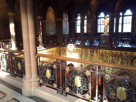 Scottish National Portrait Gallery: great hall above the cafeteria