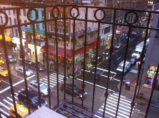 Americana Inn: Vista do quarto, frente para a 6ª Avenida!