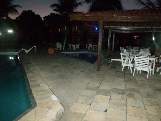 Hotel Praia do Muta : Piscina a noite