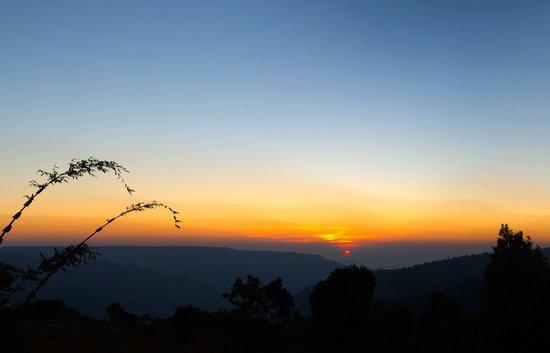 Shivsagar Farmhouse: Sunrise at Shivsagar Farm House..