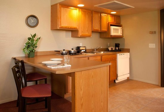 Verde Valley Extended Stay: Cozy fully equipped kitchen and dining area