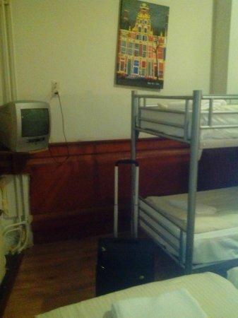 Hotel Manofa: Habitación