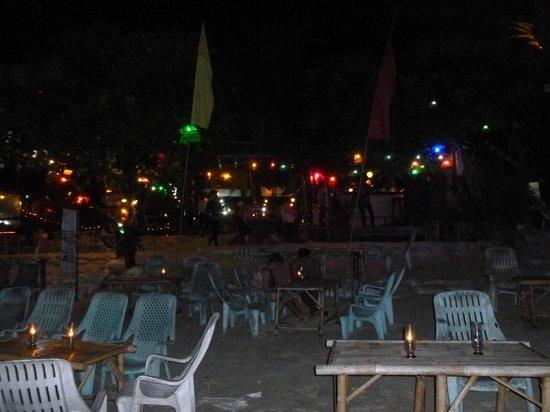 Longbay Resort: restaurant sur la plage