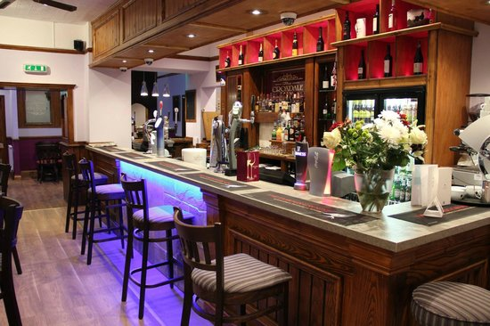 Croxdale Inn: Trendy sports bar