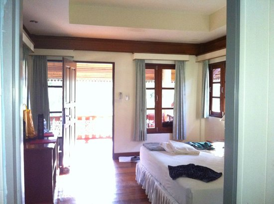 Longbay Resort : chambre d'un bungalow