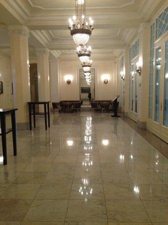 Astoria Hotel : Antecamera del ristorante