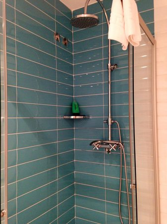 Retrome Barcelona: Amazing shower