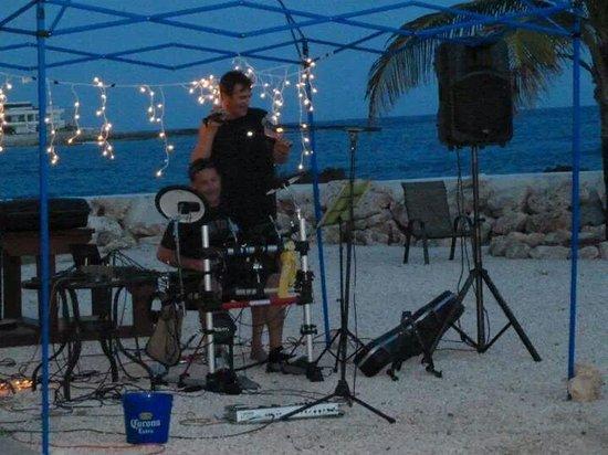 The Dream Pool Bar : Music time