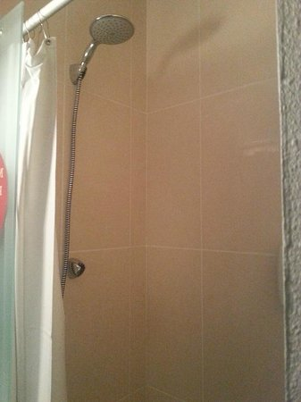 B&B Hotel Lille Grand Stade : douche