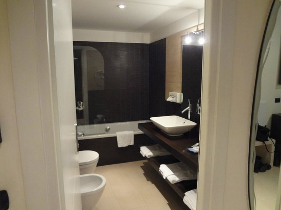 Hotel De Petris: bathroom