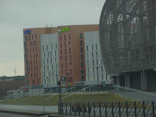 B&B Hotel Lille Grand Stade : vue côté stade