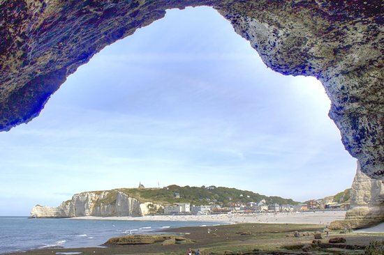 Falaise d'Etretat : View from one of the larger caves