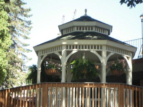 Cove Haven Resort: Gazebo