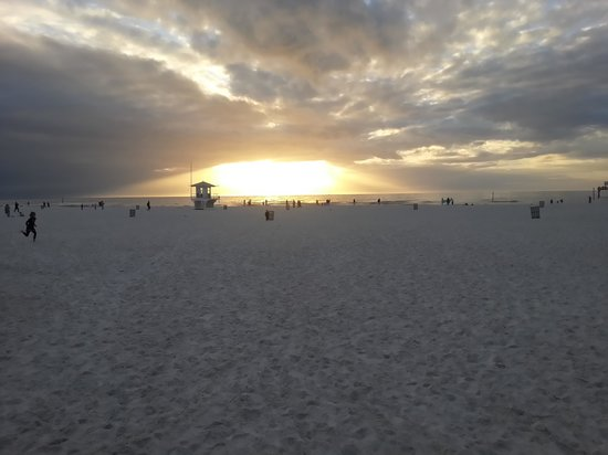 Barefoot Bay Resort and Marina : Sunset at Clearwater beach,  across the street from hotel.