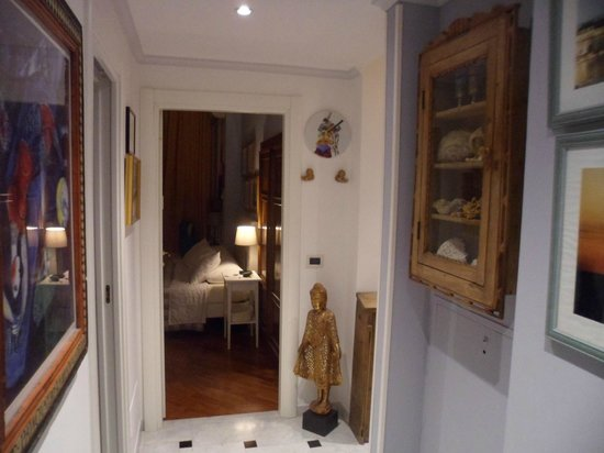 Bed and Breakfast Domitilla : Hallway view to Rm #4