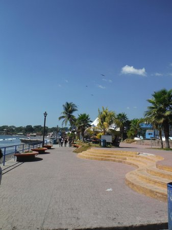Malecon Puerto de la Libertad : The boardwalk