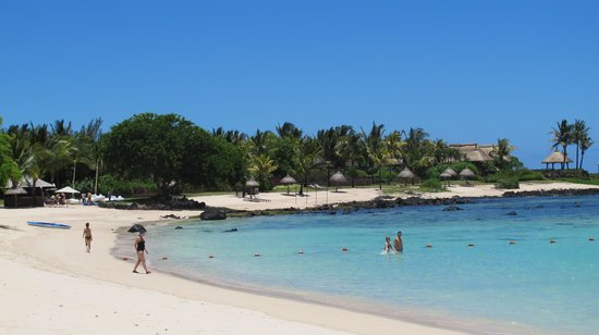 Shanti Maurice Resort & Spa: The beach