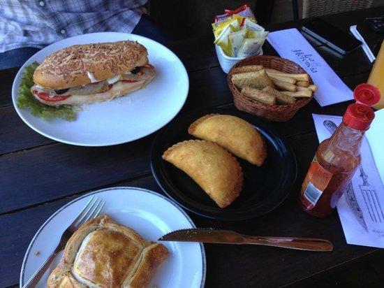La Herencia: Empanada de Mandioca amongst other tasty stuff