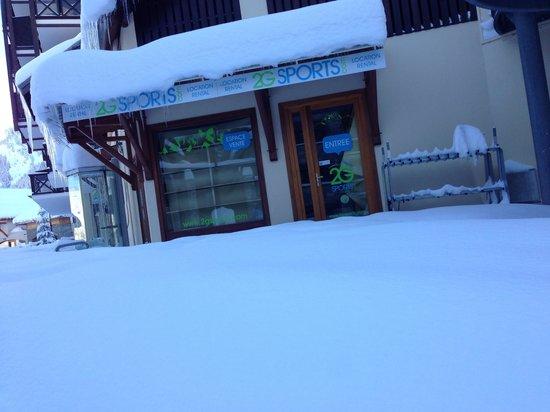 Oz en Oisans, فرنسا: Sous la neige !