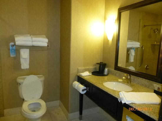 La Quinta Inn & Suites Ely: Bathroom