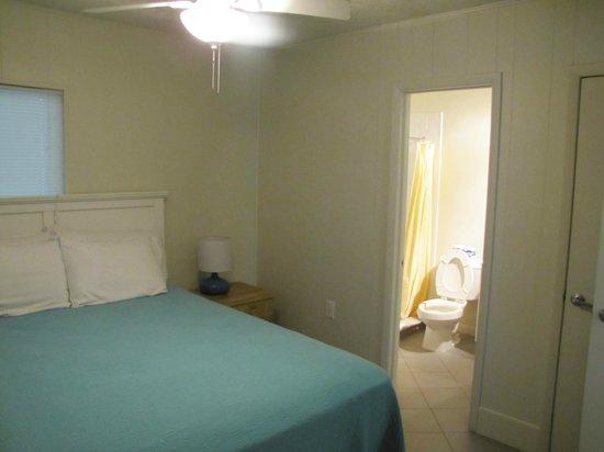 Weston's WannaB Inn: bedroom